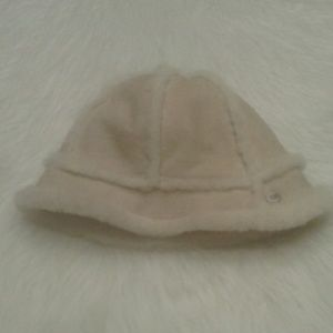 Woman's UGG winter hat $ 30.00 # 1371